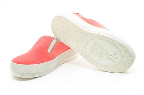 Слипоны на толстой подошве кожаные Лель (LEL) для девочек, цвет коралловый. Изображение 9 из 13.