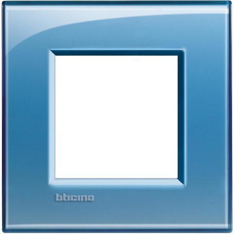 Рамка 1 пост, прямоугольная форма. НАСЫЩЕННЫЙ ЦВЕТ. Цвет Голубой. Немецкий/Итальянский стандарт, 2 модуля. Bticino LIVINGLIGHT. LNA4802AD