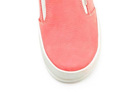 Слипоны на толстой подошве кожаные Лель (LEL) для девочек, цвет коралловый. Изображение 11 из 13.