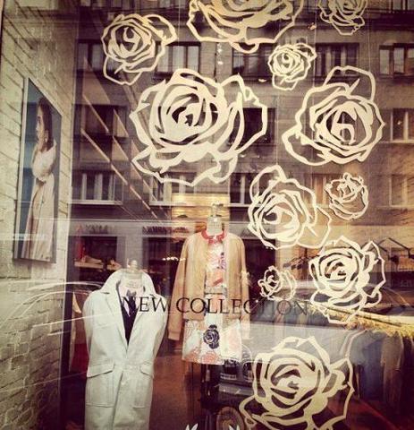 Декор для витрины магазина