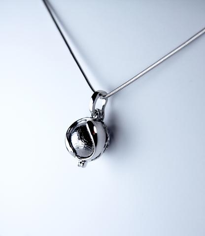 "Кулон ""Венера"" со сферой из метеорита Муонионалуста"