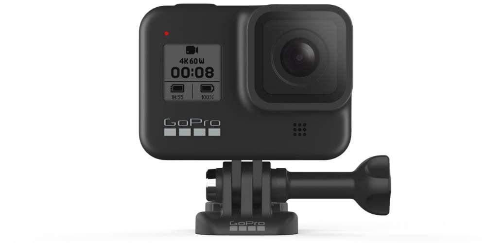 Экшн-камера GoPro HERO8 на платформе в профиль