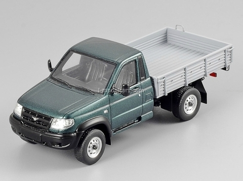 UAZ-3163 Patriot Cargo 2005 dark-green metallic DIP 1:43