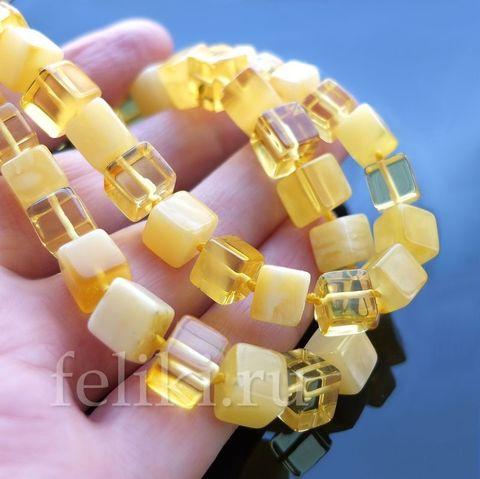 бусы из янтаря в виде кубиков_лимонный и матовый янтарь