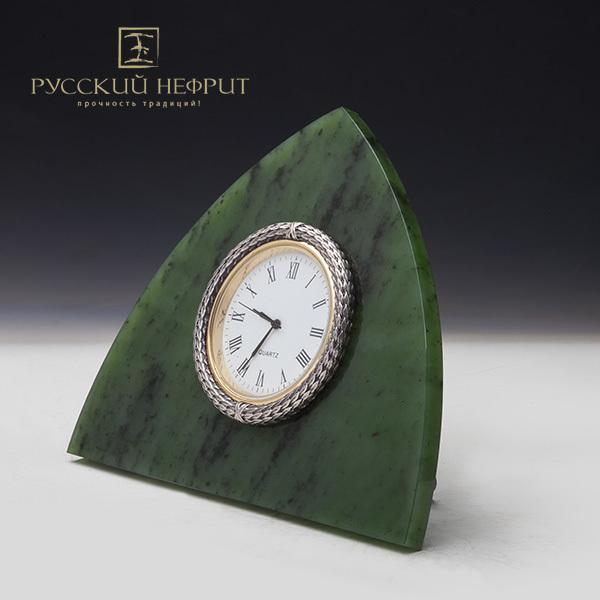 Нефритовые часы в стиле Фаберже.