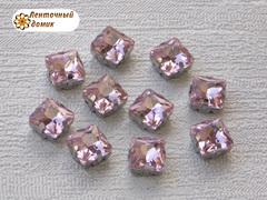 Камень квадрат в цапах 8 мм розовый