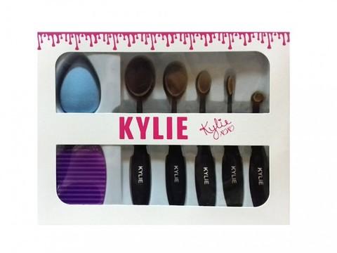 Набор кистей Kylie с бьюти блендером