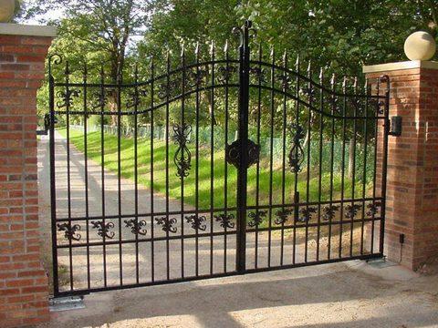 Распашные кованые ворота N-3