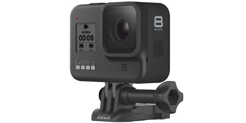 Экшн-камера GoPro HERO8 на платформе в профиль сбоку