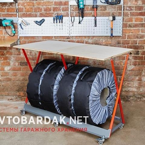 Рабочий стол с нишей для хранения шин