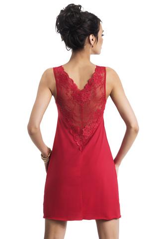 Короткая красная женская сорочка из вискозы с ажурным кружевом