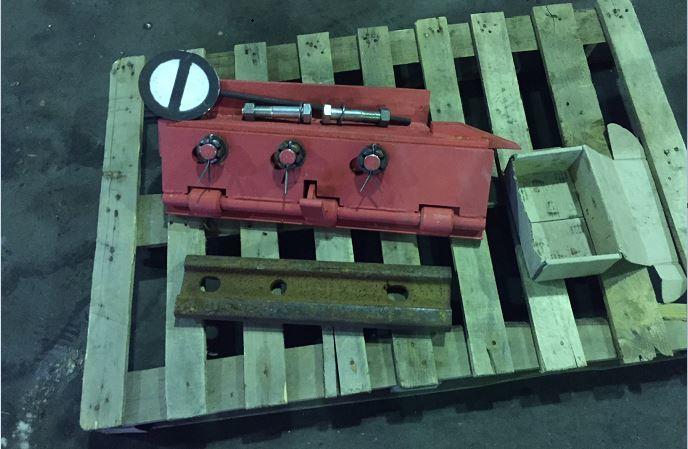 Башмак сбрасывающий КСБ-Р - колесосбрасыватель (комплектация: накладка, 2 болта с гайками и шайбами, знак Путевое заграждение)