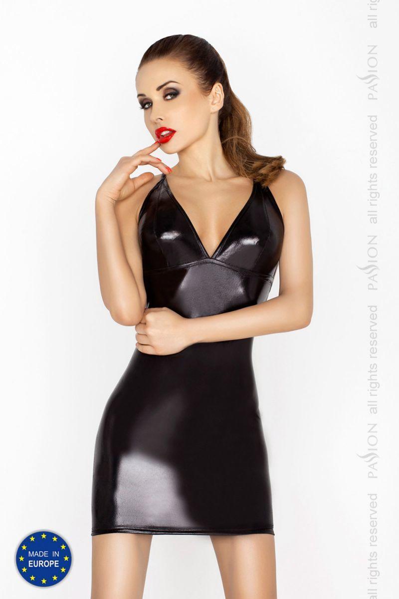 БОЛЬШИЕ размеры: Строгое платье с открытой спиной и wet-блеском Hellen