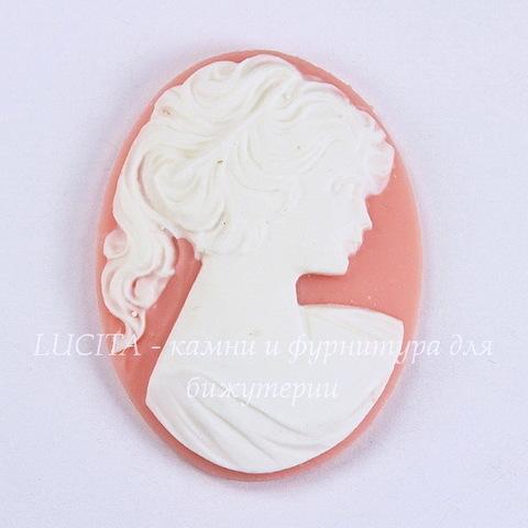 "Камея ""Девушка с хвостиком"" белого цвета на розовом фоне 40х30 мм"
