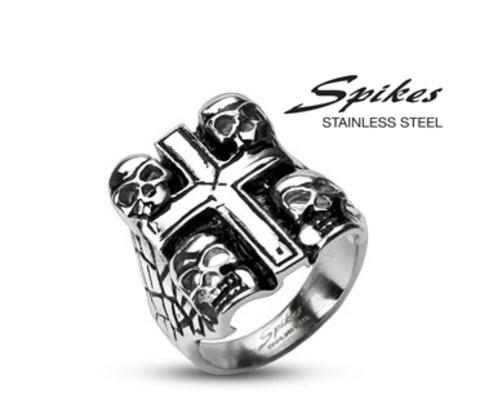 R-H2023M Мужской перстень с крестом и черепами «Spikes»