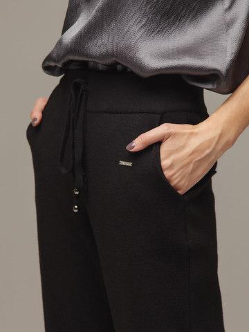 Женские черные брюки с карманами - фото 2