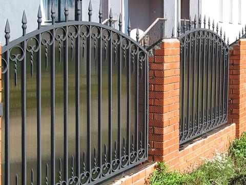 Кованый забор с поликарбонатом N-8