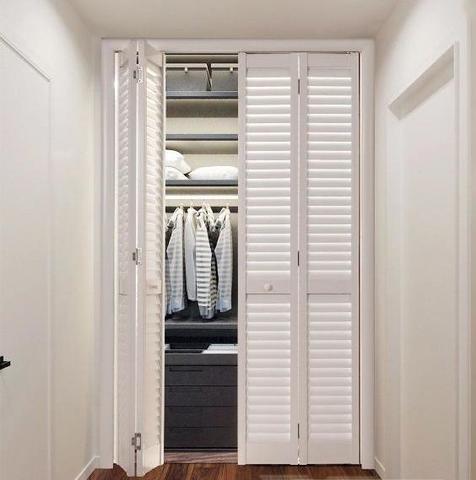Складные жалюзийные двери