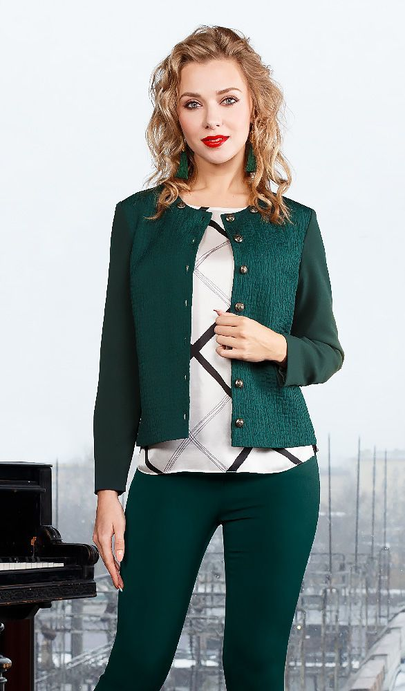 Жакет Д547-513 - Классический жакет темно-зеленого бутылочного цвета в стиле Шанель. Жакет выполнен в комбинации тканей разных фактур. Полочка и спинка выполнены из поливискозного полотна имеющего жатую фактуру, а рукава и обтечки изготовлены из гладкого поливискозного полотна.