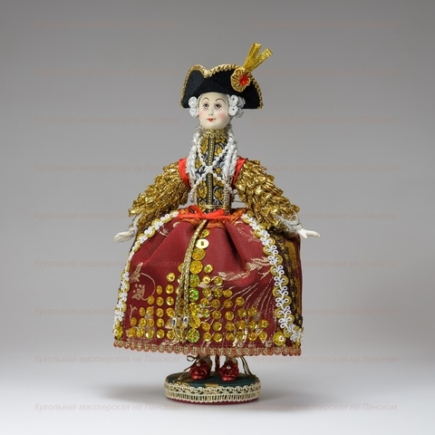 Статс-дама - кукла на подставке