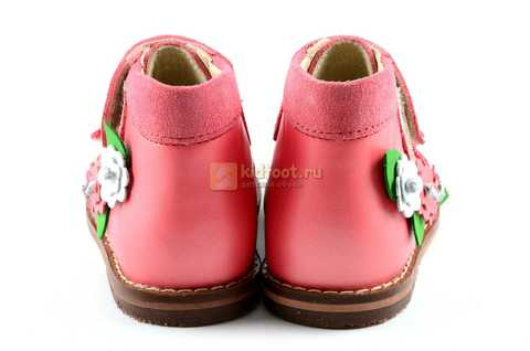 Босоножки Тотто на первый шаг из натуральной кожи закрытые для девочек, цвет грейпфрут. Изображение 7 из 10.