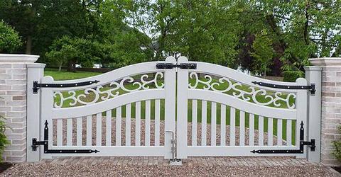 оригинальные ворота из сосны