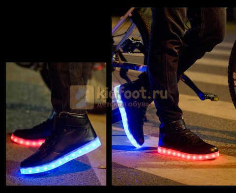 Светящиеся высокие кроссовки с USB зарядкой Fashion (Фэшн) на шнурках и липучках, цвет черный, светится вся подошва. Изображение 12 из 22.