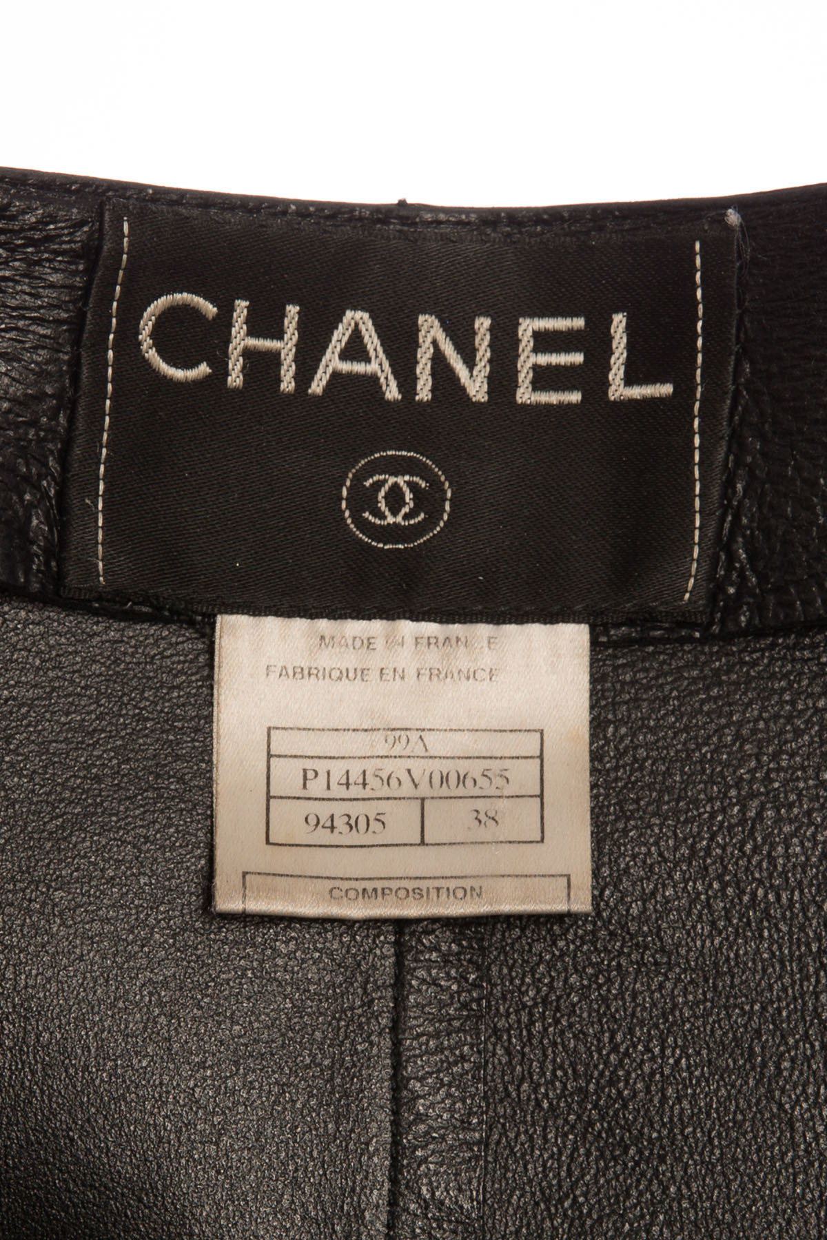 Стильная черная кожаная куртка от Chanel, 38 размер