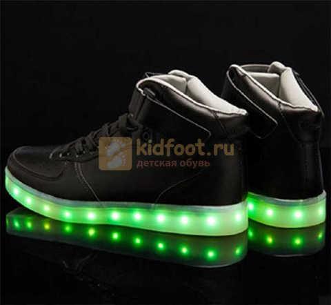 Светящиеся высокие кроссовки с USB зарядкой Fashion (Фэшн) на шнурках и липучках, цвет черный, светится вся подошва. Изображение 11 из 22.
