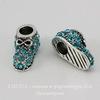 """Бусина металлическая для пандоры """"Ботинок"""" с голубыми стразами (цвет - античное серебро) 16х8 мм"""