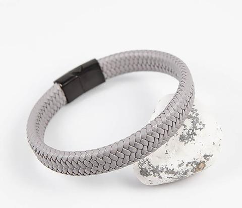 Серый мужской браслет из плетеной кожи