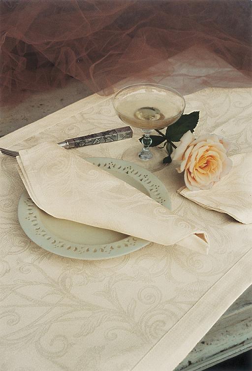Скатерть и комплект салфеток Blanc des Vosges Ombelle шампань