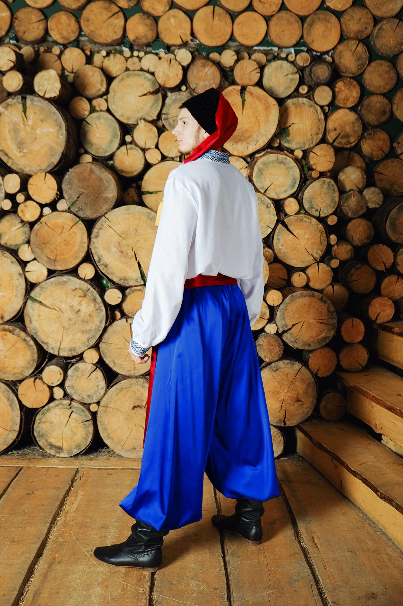 народный украинский костюм вид сзади