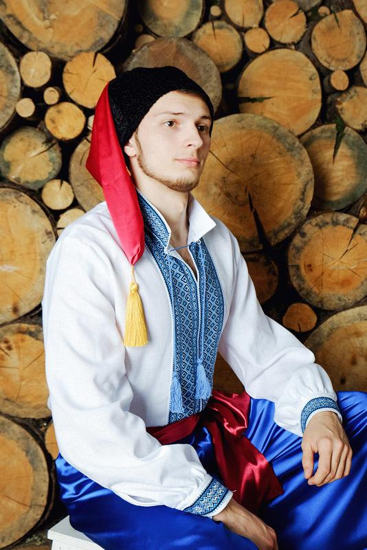 народный украинский костюм приближенный фрагмент