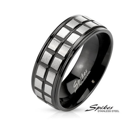 R-M3893K-8 Мужское стальное кольцо &#34Spikes&#34 черного цвета с серебристыми вставками