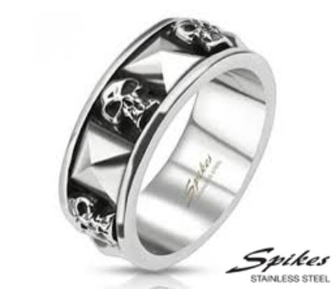 R-Q8024 Стальное мужское кольцо с черепами (&#34Spikes&#34)