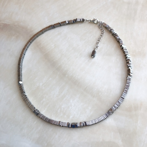 Колье-чокер, из гематита цвета серебра