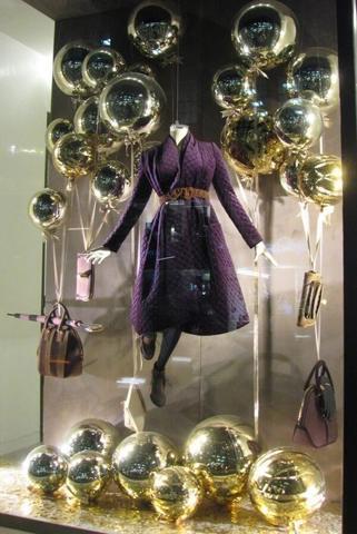Оформление витрины магазина Золотая сфера