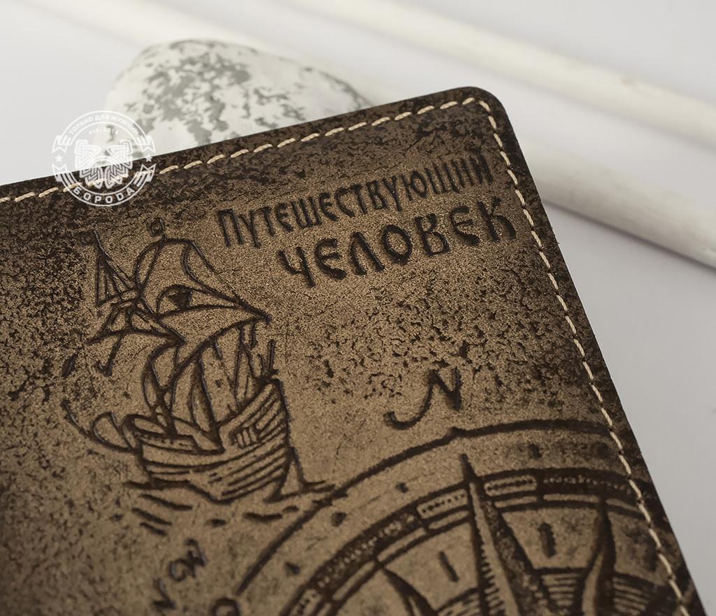 BY14-29-02 Обложка для паспорта из натуральной кожи «Путешествующий Человек» фото 03