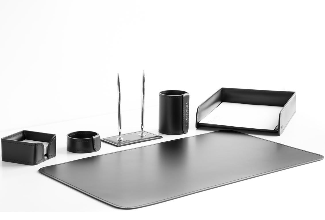 Набор на стол руководителя 1091-СТ из черной итальянской кожи.