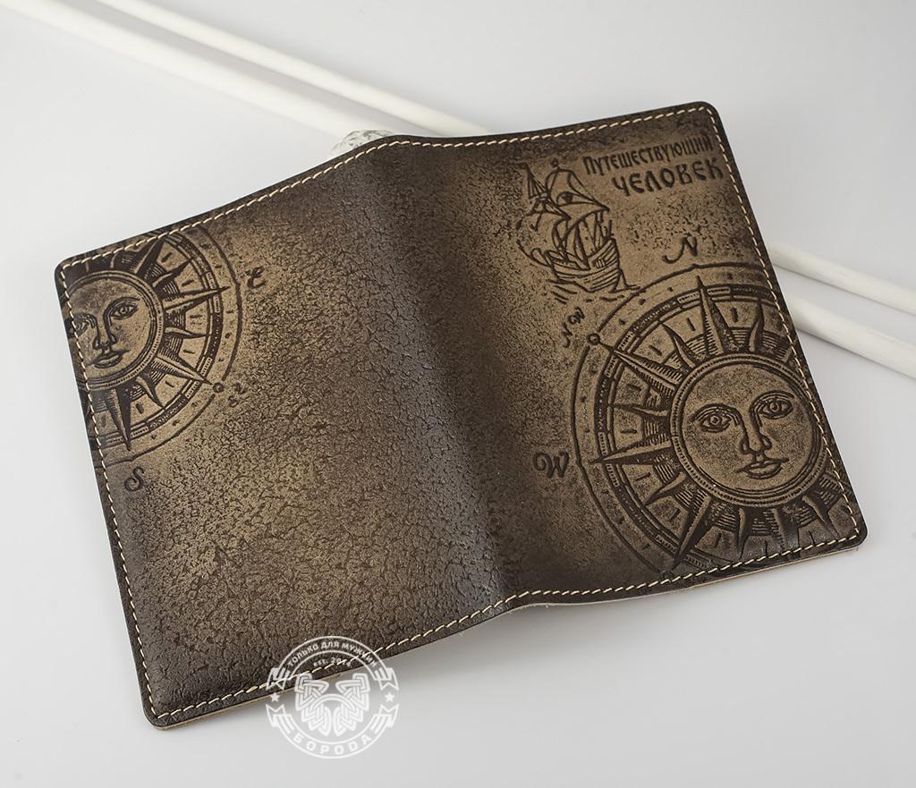 BY14-29-02 Обложка для паспорта из натуральной кожи «Путешествующий Человек» фото 04