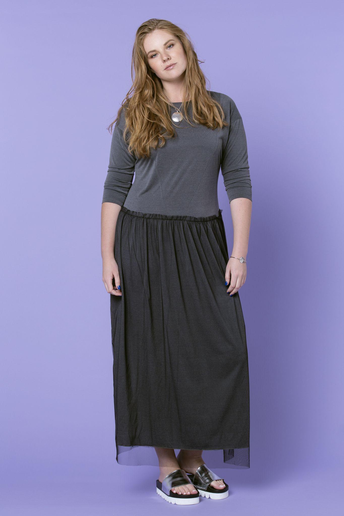 Платье NY D9 DM06Платья<br>Эксклюзивное струящееся платье с накладкой из легкого фатина. Прекрасно подойдет для создания праздничного образа.<br>