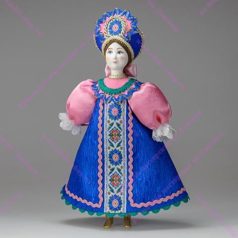 Кукла в русском костюме