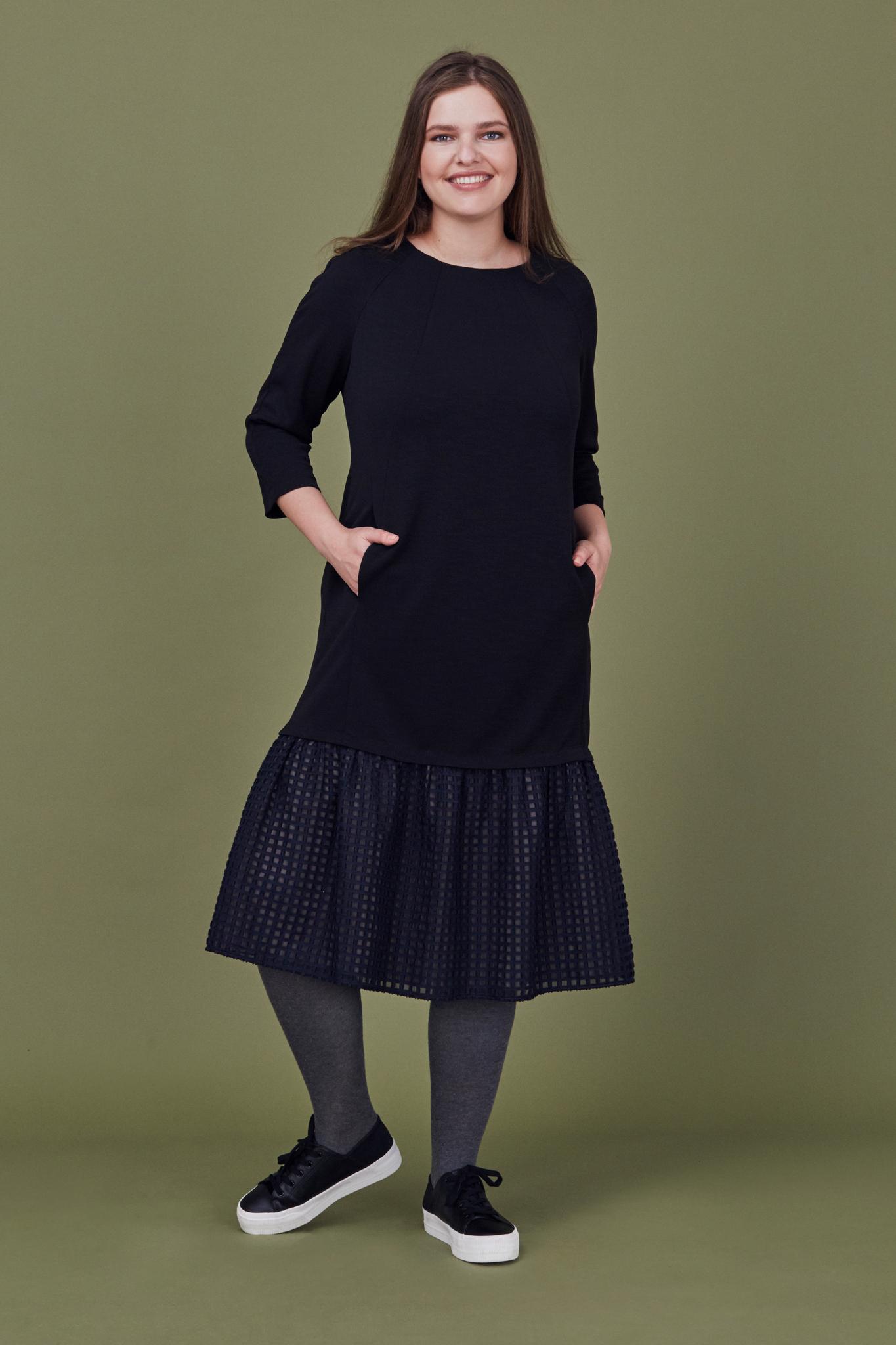 Платье LE-07 D02 01Платья<br>Прямое платье из плотного трикотажа с двухслойным ярусом.  Длина рукава 5/6, длина- чуть ниже колена. Рекомендуем сочетать с любой обувью и аксессуарами. Рост модели на фото 178 см, размер - 54 российский.<br>