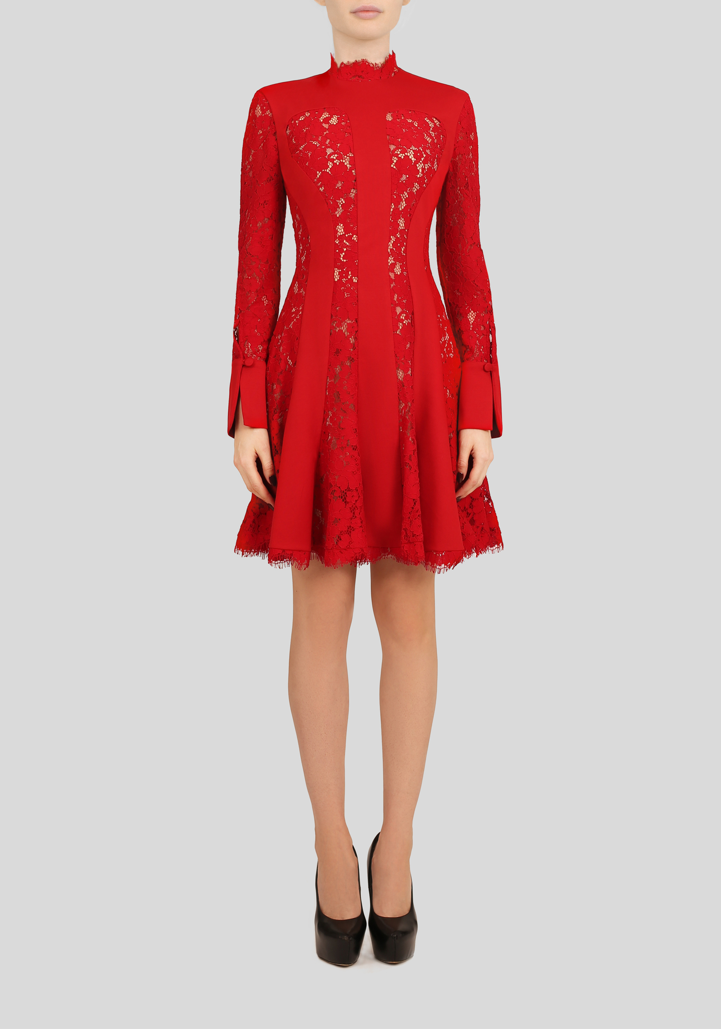 Платье красное с кружевными вставками