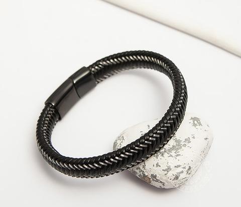 Мужской браслет из кожи со стальной проволокой (20 см)