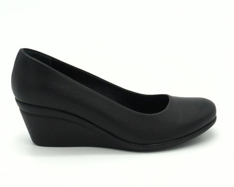 Туфли на танкетке в черном цвете