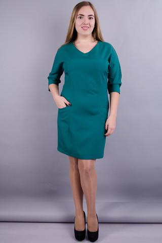 Виктория. Модное платье больших размеров. Изумруд.