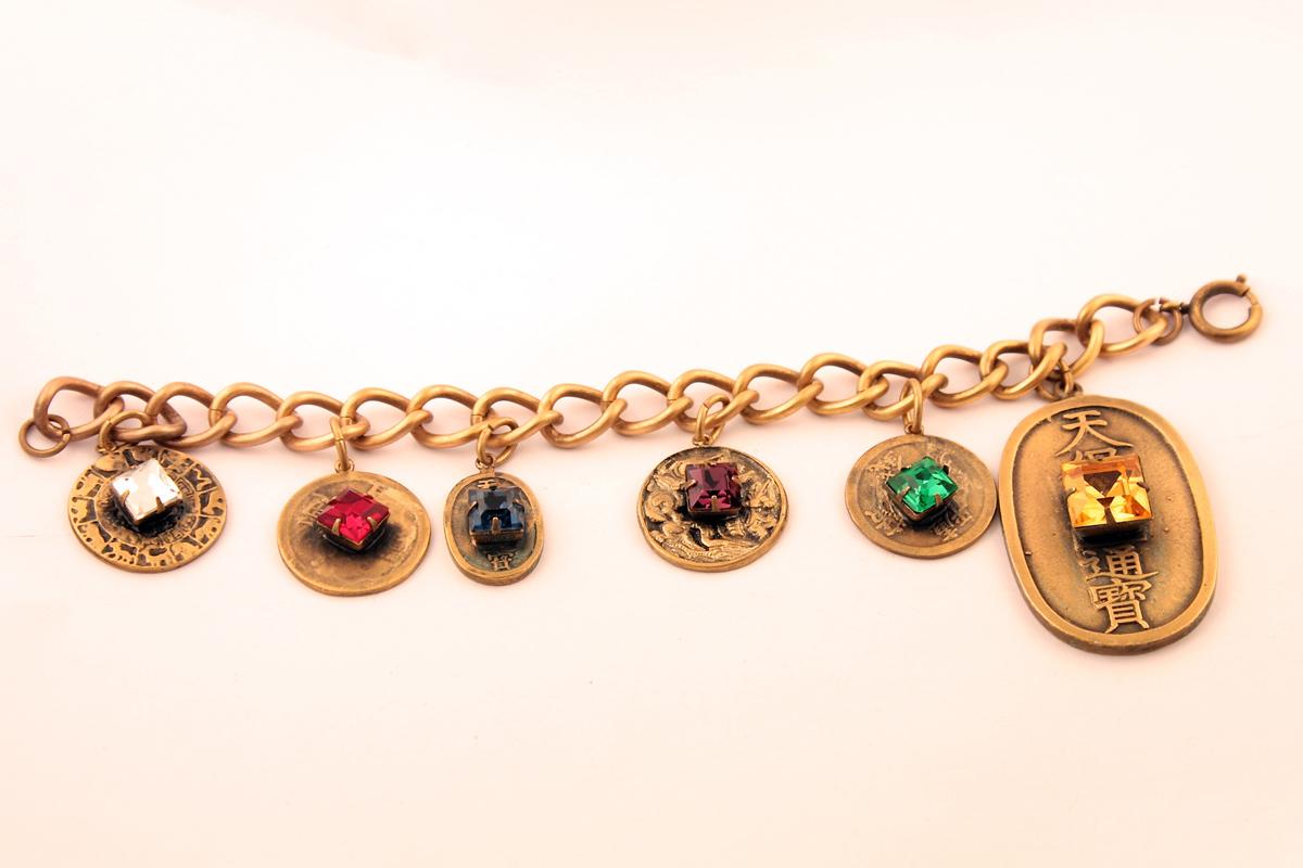Роскошный браслет с иероглифами от Joseff