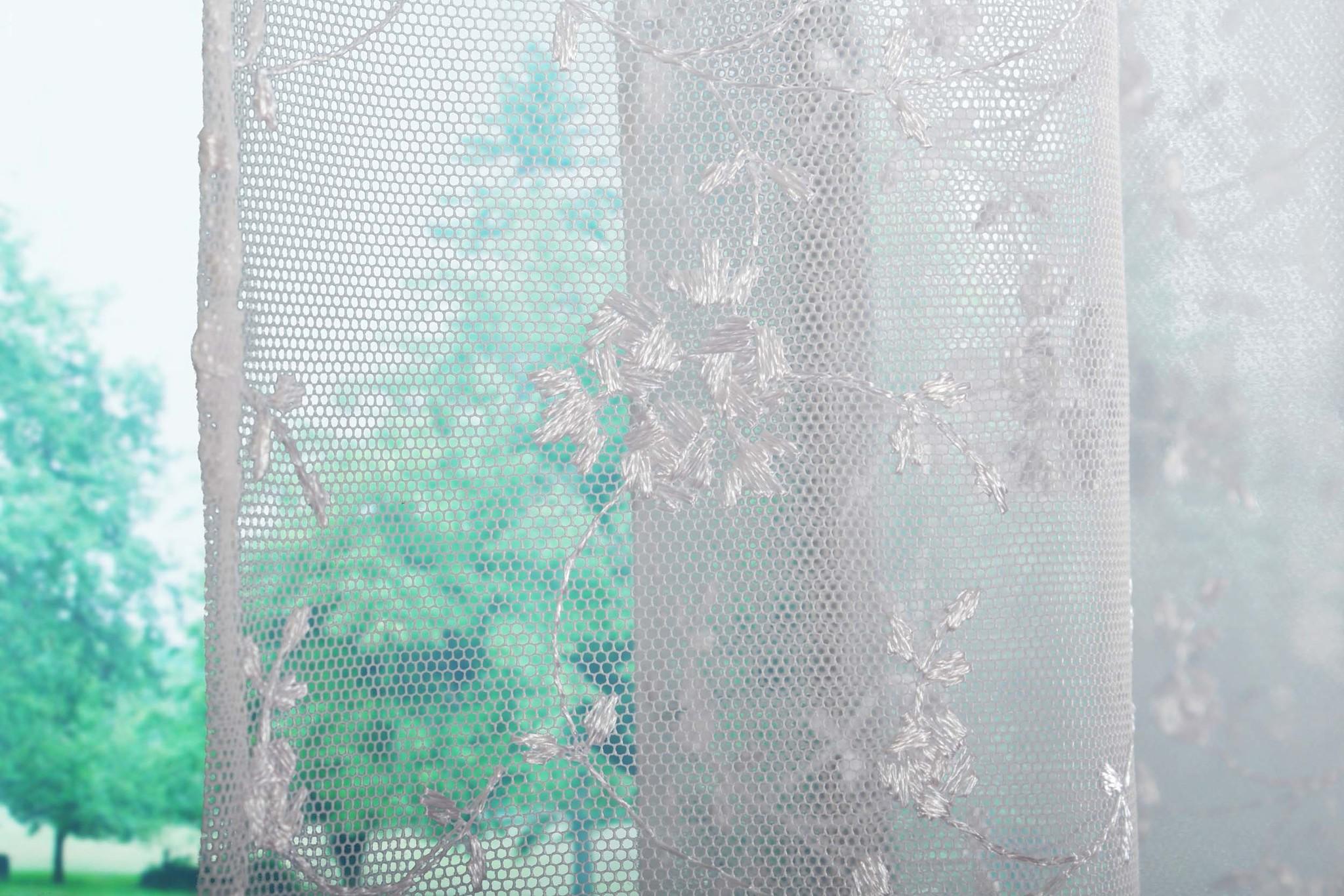 Готовая штора Бондик. Сетка с белой вышивкой